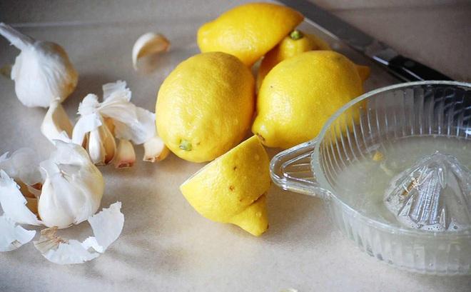 Làm sạch động mạch, ngăn chặn đau tim, đột quỵ nhờ đồ uống làm từ 2 nguyên liệu bếp nhà nào cũng có