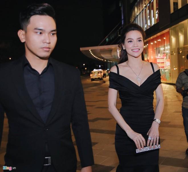 Hồ Ngọc Hà và dàn sao Việt chạy tán loạn sau sự cố cháy sân khấu - Ảnh 5.
