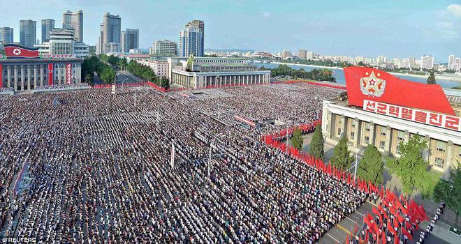Hàng vạn người Triều Tiên mít tinh thách thức Mỹ - Ảnh 5.