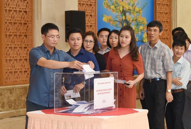 Lãnh đạo Chính phủ quyên góp ủng hộ khắc phục hậu quả mưa lũ - Ảnh 2.