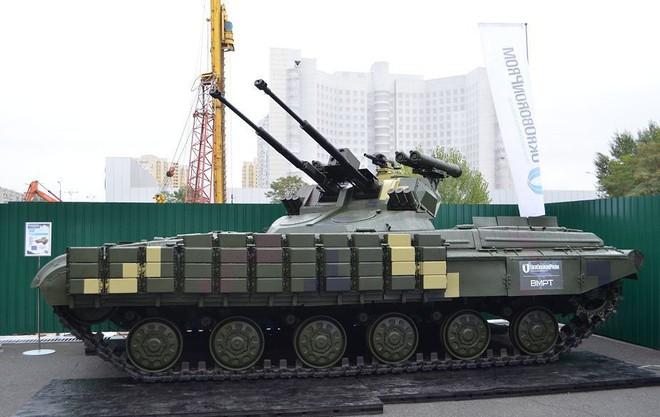 Chứng minh năng lực quốc phòng, Ukraine khoe dàn xe quân sự cây nhà lá vườn hoành tráng - Ảnh 4.