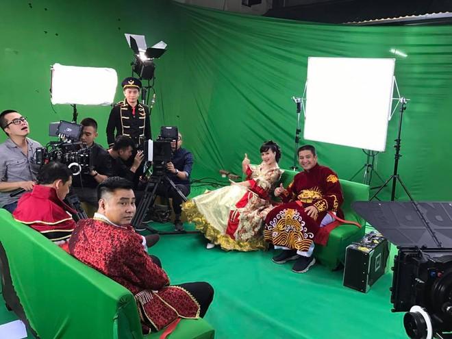 Vân Dung diêm dúa, Quang Thắng - Tự Long mặc trang phục độc lạ tập Táo quân 2017 - Ảnh 2.