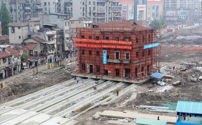 """""""Thần đèn"""" ra tay cứu các công trình cổ ở Trung Quốc"""