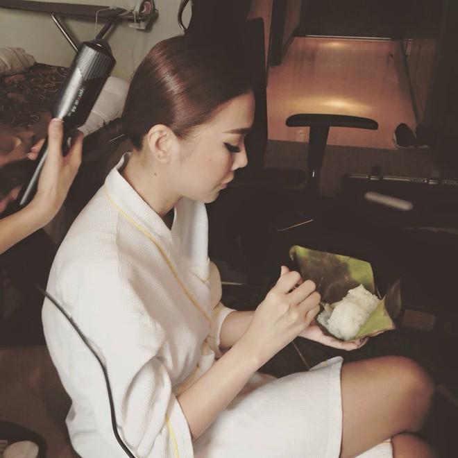 Những bữa ăn đạm bạc và tạm bợ của siêu mẫu Thanh Hằng sau hào quang - Ảnh 6.