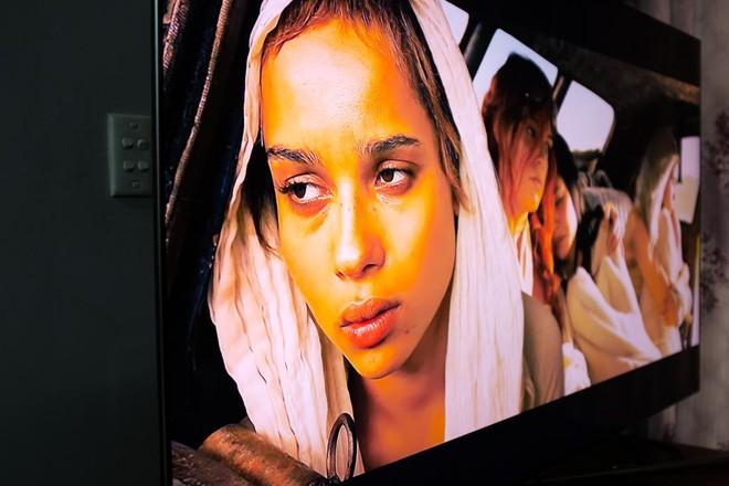 Nhìn vào những bằng chứng dưới đây, bạn sẽ thấy dù ở góc độ nào, TV QLED cũng thể hiện chính xác màu sắc phim - Ảnh 5.