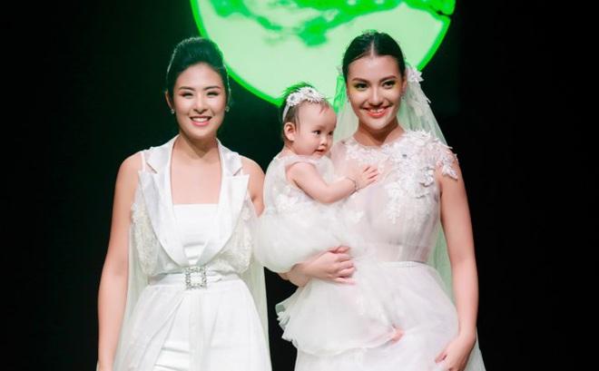 Mẹ con Hồng Quế làm vedette đêm mở màn Tuần lễ thời trang VN 2018