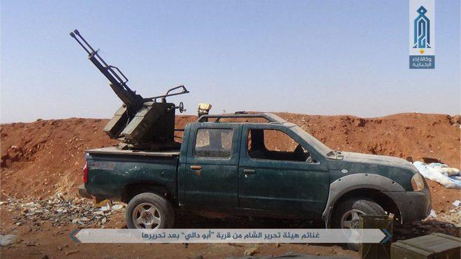NÓNG: QĐ Syria tháo chạy ở bắc Hama, khủng bố bắt sống 1 xe tăng T-72 và 2 xe chiến đấu - Ảnh 6.