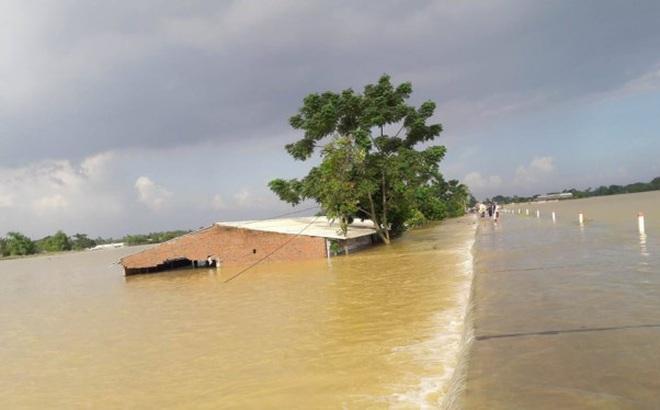 Hình ảnh nước ngập trắng vùng sau sự cố vỡ đê ở Hà Nội
