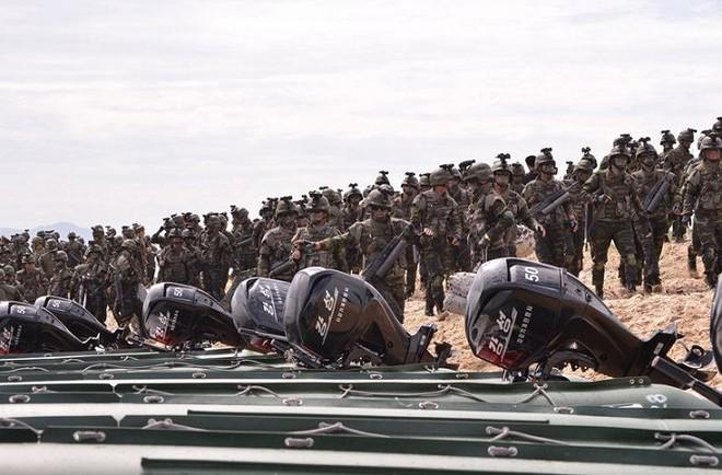 Ảnh hiếm đặc nhiệm Triều Tiên tập trận đổ bộ chiếm đảo - Ảnh 6.