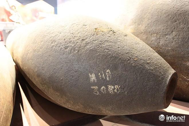 Cận cảnh quả bom ở chân cầu Long Biên nặng 1350kg vừa được huỷ nổ - Ảnh 6.
