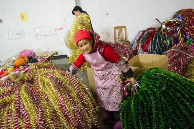 Đột nhập ngôi làng cung cấp Giáng sinh cho cả thế giới - Ảnh 6.