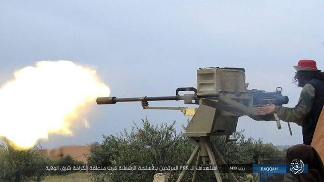 IS giãy giụa ở Raqqa, điên cuồng đánh bom tự sát - Ảnh 7.