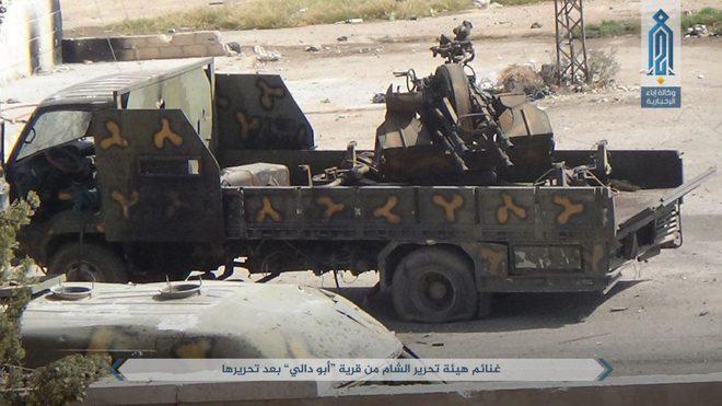 NÓNG: QĐ Syria tháo chạy ở bắc Hama, khủng bố bắt sống 1 xe tăng T-72 và 2 xe chiến đấu - Ảnh 7.