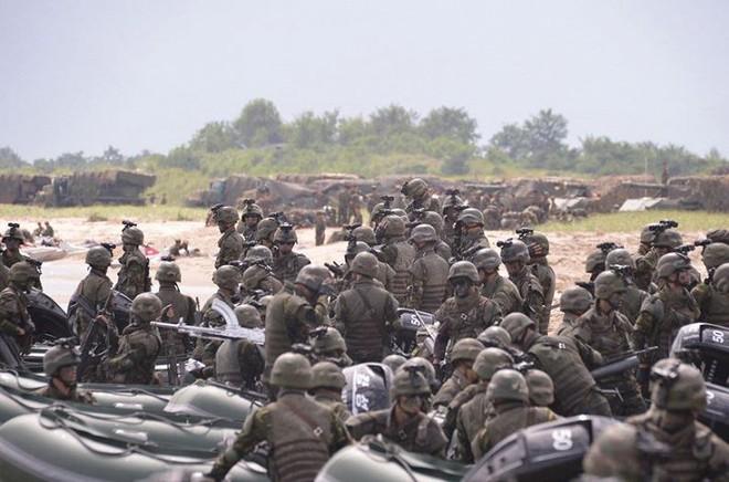 Ảnh hiếm đặc nhiệm Triều Tiên tập trận đổ bộ chiếm đảo - Ảnh 7.