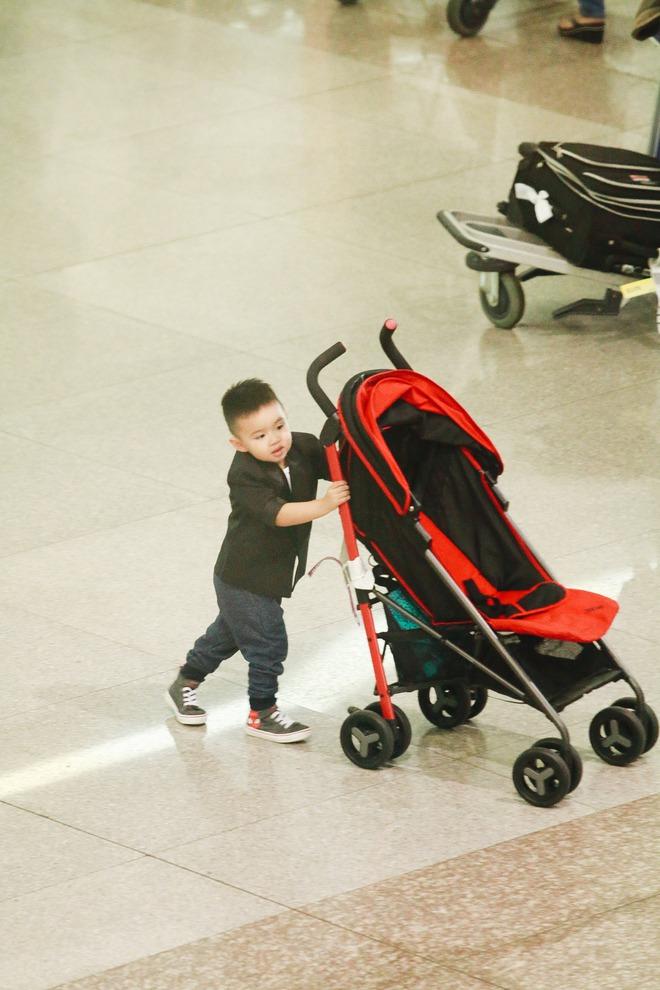 Vy Oanh lần đầu công khai lộ diện với ông xã, cả gia đình cùng trở về từ Mỹ thăm mẹ ốm nặng - Ảnh 7.