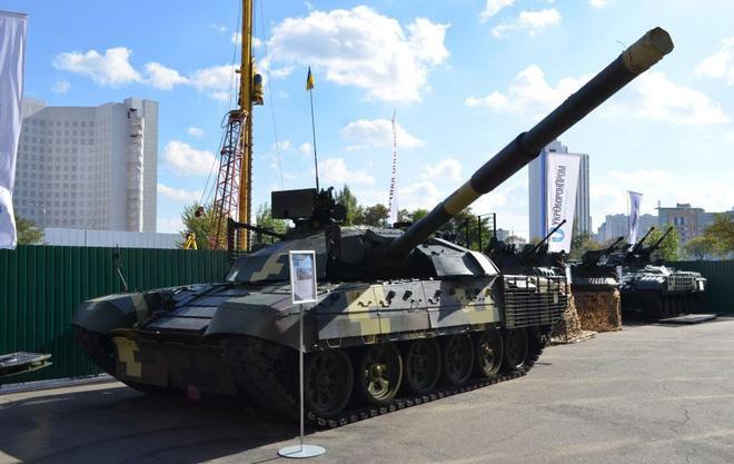 Chứng minh năng lực quốc phòng, Ukraine khoe dàn xe quân sự cây nhà lá vườn hoành tráng - Ảnh 6.
