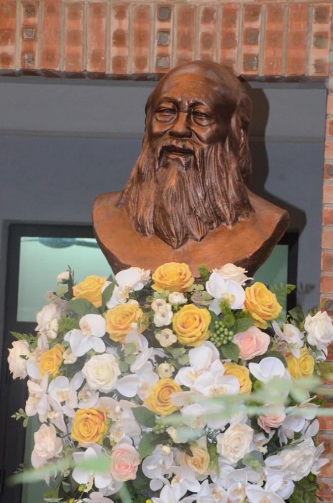"""Hàng vạn hạc giấy """"yêu thương"""" và lễ tri ân đầy dấu ấn về thầy Văn Như Cương - Ảnh 7."""