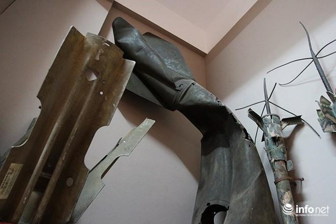 Cận cảnh quả bom ở chân cầu Long Biên nặng 1350kg vừa được huỷ nổ - Ảnh 7.