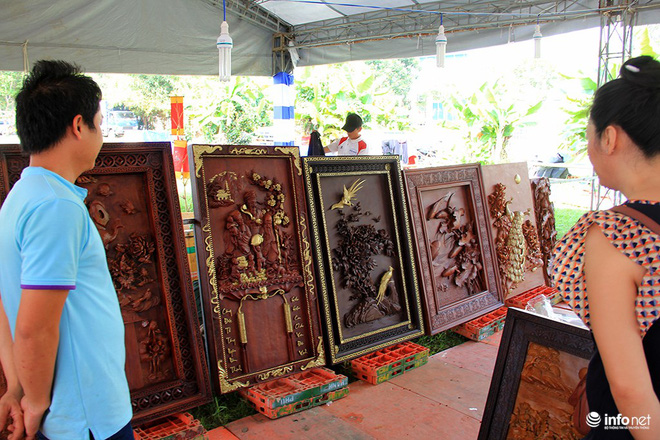 """Đại gia """"săn"""" đồ gỗ mỹ nghệ giá vài trăm triệu đồng ở chợ hoa xuân TP.HCM - Ảnh 8."""