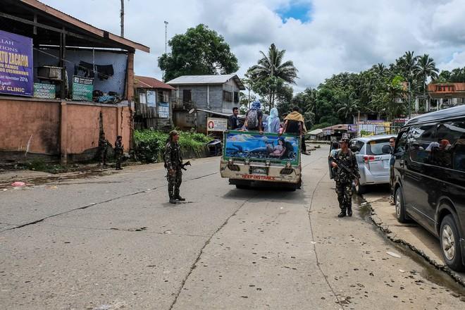 Những hình ảnh đầu tiên từ thành phố ma Marawi, nơi bị IS chiếm đóng ở Philippines - Ảnh 8.