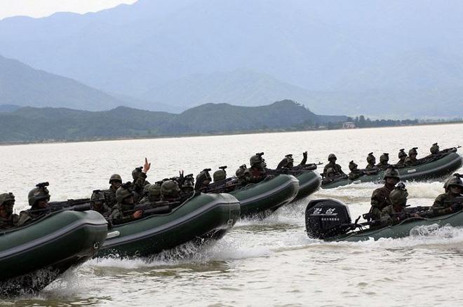 Ảnh hiếm đặc nhiệm Triều Tiên tập trận đổ bộ chiếm đảo - Ảnh 8.