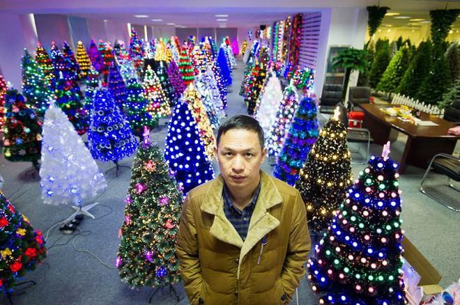 Đột nhập ngôi làng cung cấp Giáng sinh cho cả thế giới - Ảnh 8.
