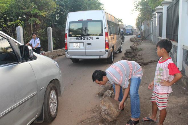 Xe né trạm BOT Biên Hòa, kẹt xe kinh khủng trong đường làng - Ảnh 7.