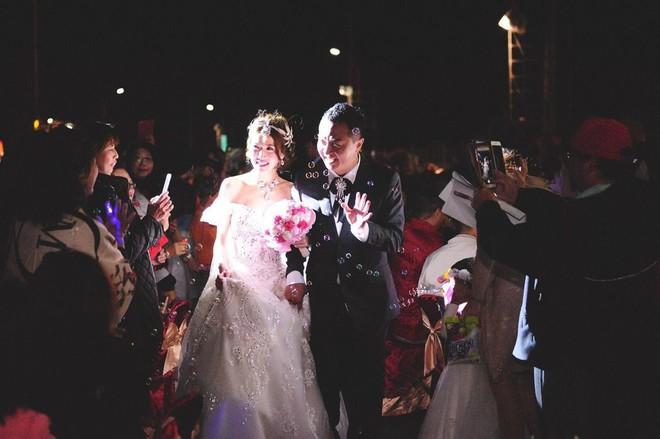 Dựng tới 600 bàn cỗ trên đường, đám cưới ở Đài Loan khiến cư dân mạng sửng sốt vì chơi sang - Ảnh 8.