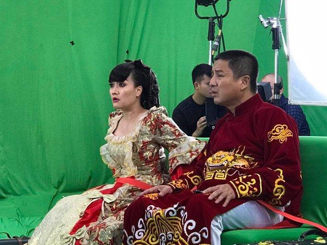 Vân Dung diêm dúa, Quang Thắng - Tự Long mặc trang phục độc lạ tập Táo quân 2017 - Ảnh 3.