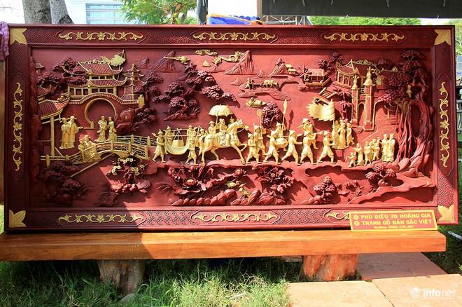 """Đại gia """"săn"""" đồ gỗ mỹ nghệ giá vài trăm triệu đồng ở chợ hoa xuân TP.HCM - Ảnh 9."""