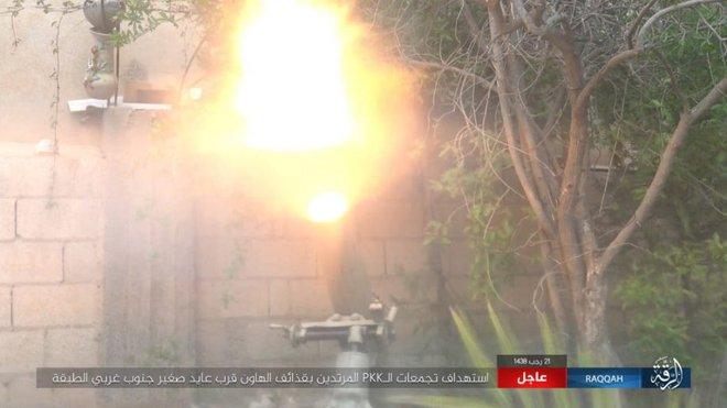 IS giãy giụa ở Raqqa, điên cuồng đánh bom tự sát - Ảnh 9.