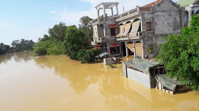 Hình ảnh nước ngập trắng vùng sau sự cố vỡ đê ở Hà Nội - Ảnh 9.