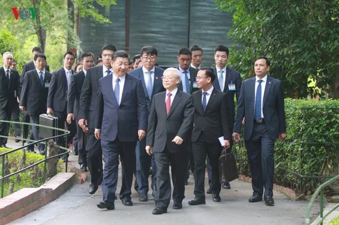 Ảnh: Chủ tịch Trung Quốc Tập Cận Bình vào Lăng viếng Chủ tịch Hồ Chí Minh - Ảnh 8.