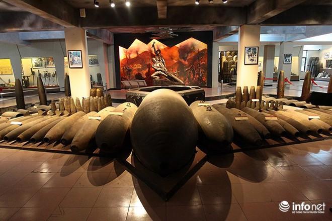 Cận cảnh quả bom ở chân cầu Long Biên nặng 1350kg vừa được huỷ nổ - Ảnh 9.