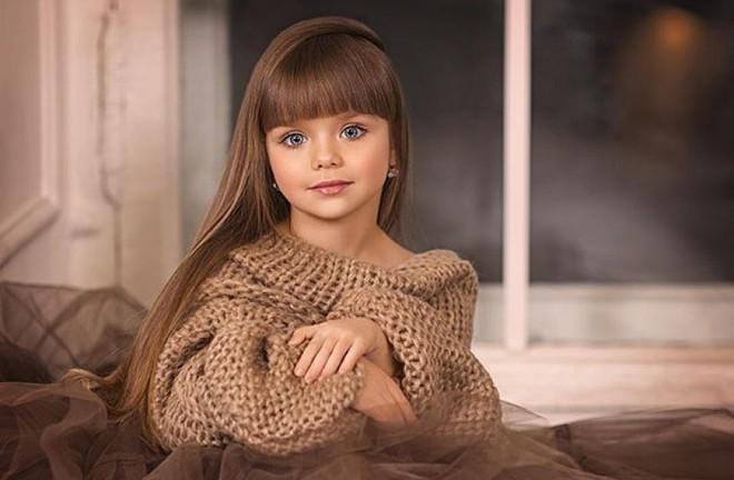 Sự thật đáng buồn phía sau danh xưng Cô bé xinh đẹp nhất thế giới của siêu mẫu nhí người Nga - Ảnh 9.