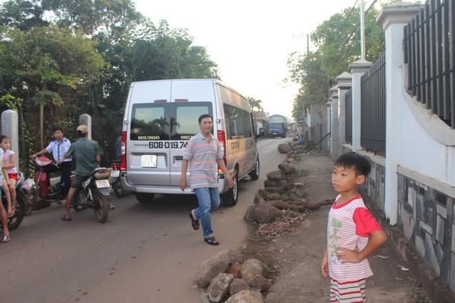 Xe né trạm BOT Biên Hòa, kẹt xe kinh khủng trong đường làng - Ảnh 8.