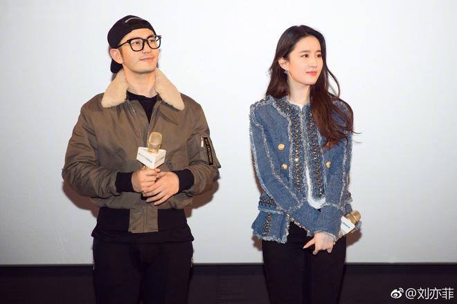 Cô Cô Lưu Diệc Phi hạnh phúc ôm chầm lấy Quá Nhi Huỳnh Hiểu Minh tại sự kiện - Ảnh 9.