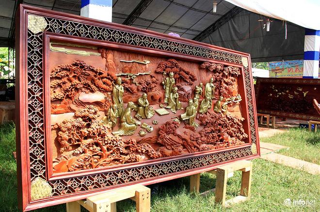 """Đại gia """"săn"""" đồ gỗ mỹ nghệ giá vài trăm triệu đồng ở chợ hoa xuân TP.HCM - Ảnh 10."""