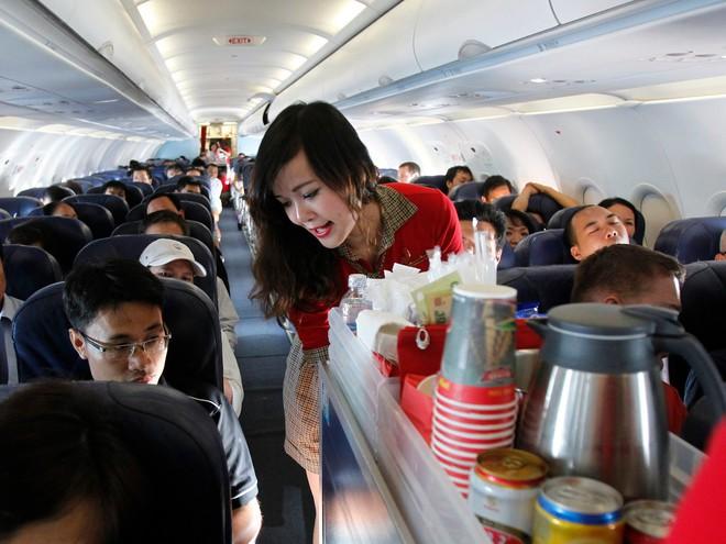 """1001 chuyện """"dở khóc dở cười"""" trên máy bay được chính tiếp viên hàng không tiết lộ - Ảnh 10."""