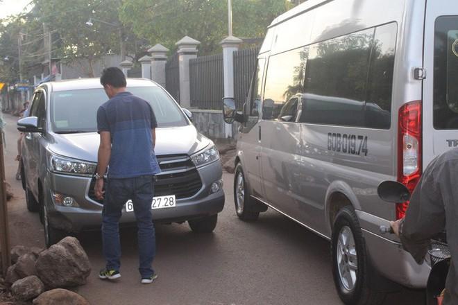Xe né trạm BOT Biên Hòa, kẹt xe kinh khủng trong đường làng - Ảnh 9.