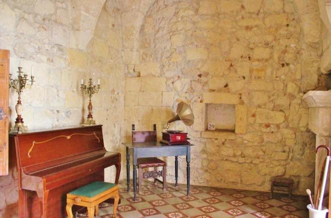 Sửa nhà vệ sinh cũ, người đàn ông phát hiện cả một kho tàng lịch sử vô giá từ hàng thế kỷ trước - Ảnh 10.