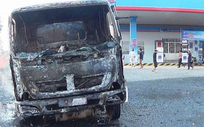 Tài xế kể lại thời khắc liều mình lái xe đang cháy khỏi cây xăng