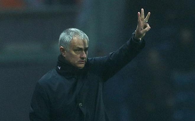 Mourinho chơi
