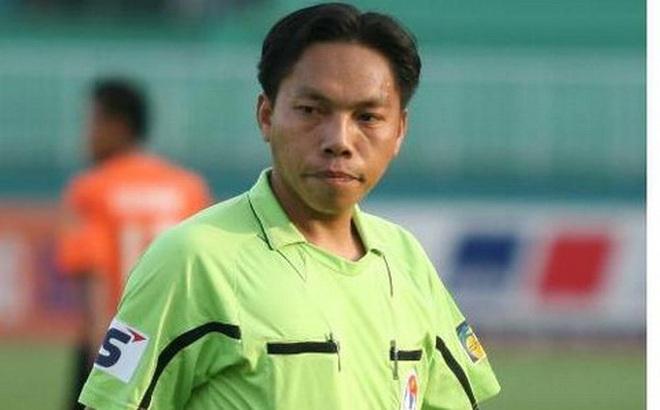 Cầu thủ Cần Thơ 'năn nỉ' còi Vàng Việt Nam bắt công tâm
