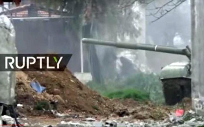 Bị tấn công bất ngờ, quân đội Syria dồn dập nã pháo phòng thủ Damascus