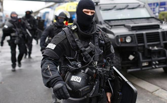 """Vụ tấn công ở sân bay Orly: Pháp lại """"tê liệt"""" vì choáng váng"""