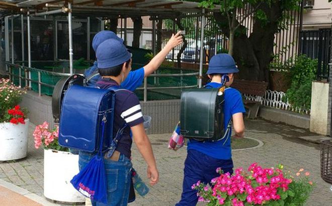 Tại sao người Nhật lại để trẻ con đi lại, vui chơi một mình mà không cần người lớn?