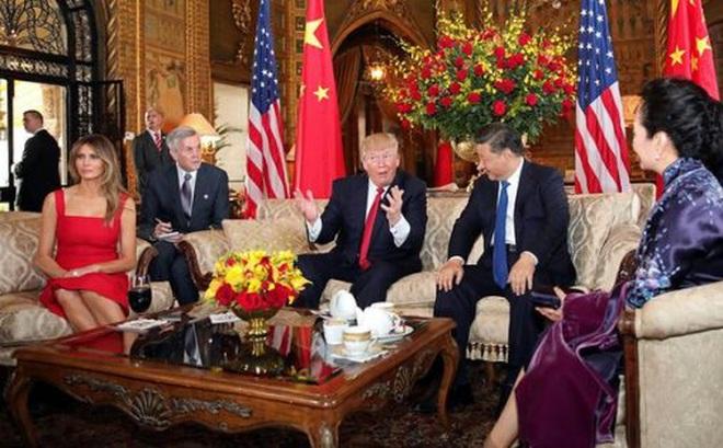 Hai nhà lãnh đạo Mỹ-Trung cùng hai phu nhân trò chuyện tại Mar-a-Lago. Ảnh: Reuters