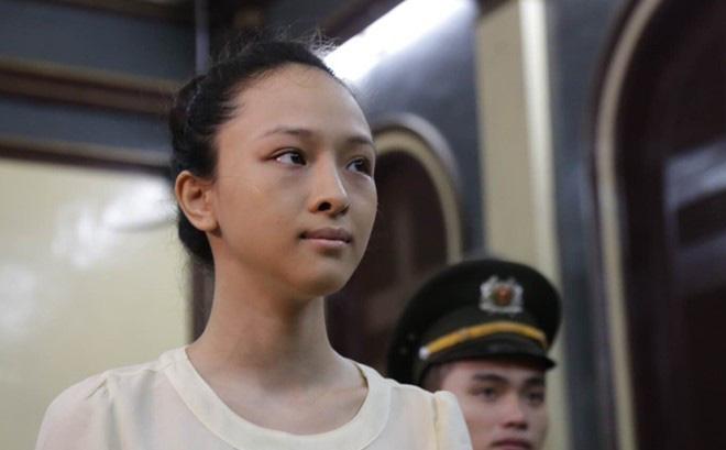 Hoa hậu Phương Nga vẫn bị truy tố tội lừa đảo