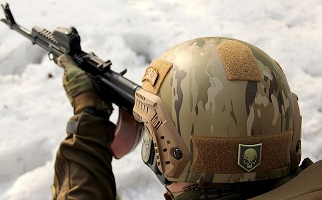 """Nga có mũ chống đạn siêu nhẹ gắn """"điều hòa nhiệt độ"""""""